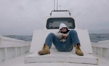 Kadras iš filmo Liepsnojanti jūra