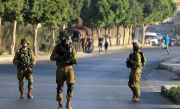Izraelio kariai patruliuoja po Henkinų nužudymo