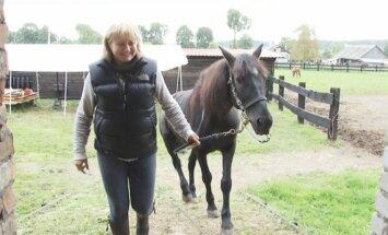 R, Nemanienė su Tado Blindos žirgu Aru