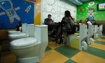 """Maskvoje atidaryta kavinė """"Crazy toilet"""""""