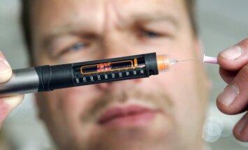 Diabetikas ruošiasi insulino injekcijai