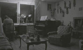 Kompozitoriaus Juliaus Juzeliūno kabinetas (1985)
