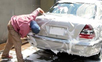 Už automobilio plovimą mieste griežtai baudžiama