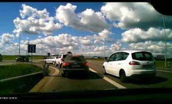 Nufilmuota: tokio kelių erelio elgesio vairuotojai netoleruoja