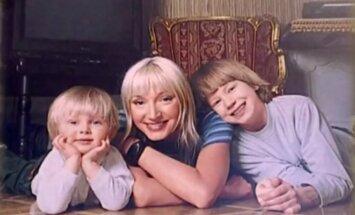 Kristina Orbakaitė su sūnumis