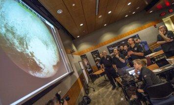 Plutono nuotrauka