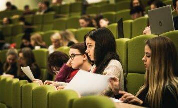 ASU studentai