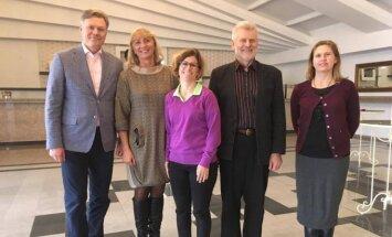 Leonie Clement (viduryje) susitiko su LLAF darbuotojais