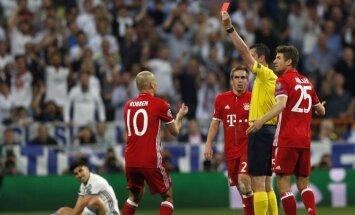 Viktoras Kassai buvo kurčias Bayern žaidėjų prašymams iš aikštės nevyti Arturo Vidalio