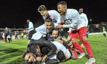 Frejus Saint Raphael futbolininkai džiaugiasi