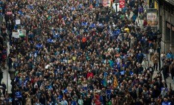 Barselonoje tūkstančiai agitavo už pabėgėlių įsileidimą