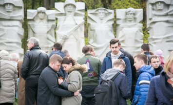 Hundreds of people gathered in Vilnius' Antakalnis Cemetery on Tuesday to mark the anniversary of the Soviet victory in World War Two