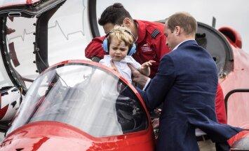 Mažasis princas George'as pradeda domėtis aviacija