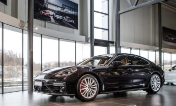 Porsche Panamera atkeliavo į Vilnių