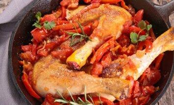 Vištiena, troškinta su paprikomis ir pomidorais