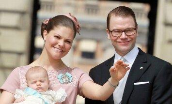 Švedijos princesė Victoria ir princas Danielis krikštija princesę Estellę