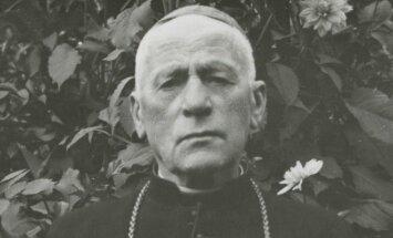 Vyskupas Teofilius Matulionis sovietinėje tremtyje Birštone 1957. Teofilio Pilkos nuotr.