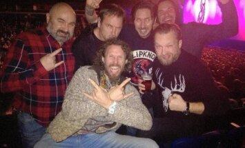 Į metalo siaubūnų koncertą susirinko ir muzikos veteranų būrys.