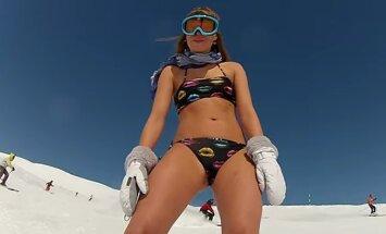 Su bikiniu ant sniego