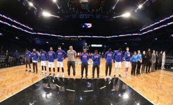 Egidijus Mockevičius (pilka apranga) ir Long Island Nets / Foto: NBAE/Getty Images
