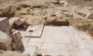 Egipte aptiktos senovinės piramidės liekanos