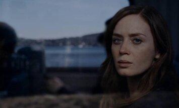 Emily Blunt, kadras iš filmo Mergina traukiny