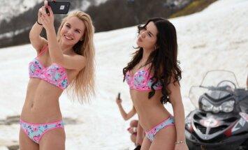 Slidininkės su bikiniais Sočyje