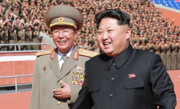 Kim Jong Unas ir  Li Jong Gilas