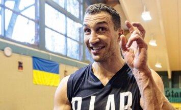 V. Kličko po ilgiausios pertraukos karjeroje boksuosis su A. Joshua