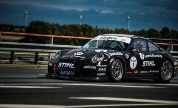 B. Vanago vairuojamas Porsche 911 GT3 Cup