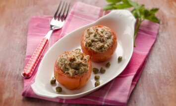 Tuno mišraine įdaryti pomidorai