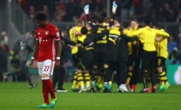 """Davidas Alaba ir besidžiaugiantys """"Borussia"""" futbolininkai"""