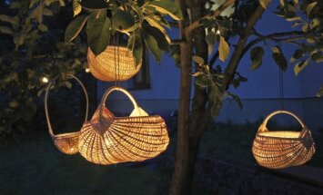 """<span style=""""color: #ff0000;"""">Pasidaryk pats:</span> idėjos, kaip romantiškai apšviesti sodą"""