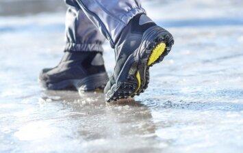 Kuo barstyti takelius žiemą, kad nebūtų slidu?
