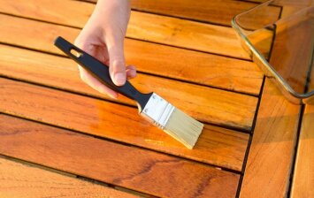 Medinės terasos atnaujinimas: ką reikia žinoti?
