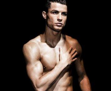 Nauja Cristiano Ronaldo kelnaičių kolekcija: akys krypsta ne tik į pilvo presą
