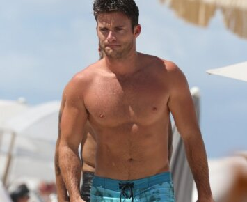 Paplūdimio herojus: Clinto Eastwoodo atžala traukė moterų žvilgsnius