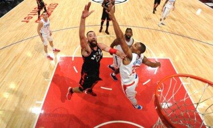 """Los Andžele dominavęs Valančiūnas neišgelbėjo """"Raptors"""" nuo netikėto pralaimėjimo"""