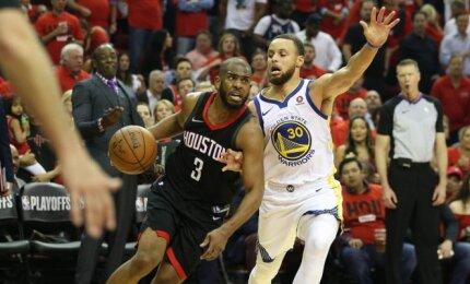 """Subalansuotu puolimu pasirėmę """"Rockets"""" sutriuškino čempionus ir išlygino serijos rezultatą"""