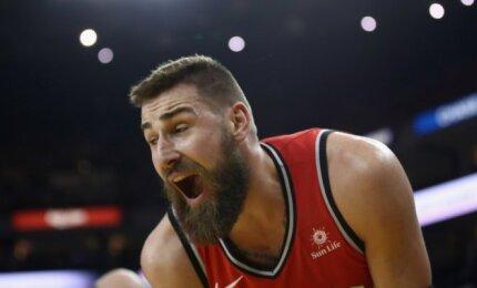 """""""Raptors"""" sutriuškino čempionus, tačiau neteko Greeno sutraumuoto Valančiūno"""