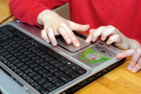 Tyrimas: 88 procentai Lietuvos vaikų internetu naudojasi be tėvų priežiūros