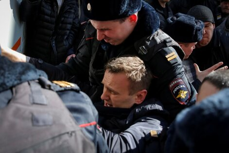 A. Navalnas suimamas