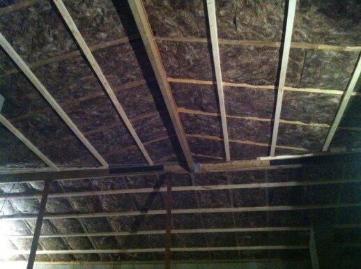 """<span style=""""color: #ff7f00;"""">Skaitytojo patirtis:</span> klojame antrą stogo šiltinimo sluoksnį"""