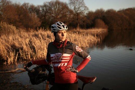 Londono lietuviai pasiryžo kvapą gniaužiančiai kelionei - aplink pasaulį mins dviračiais