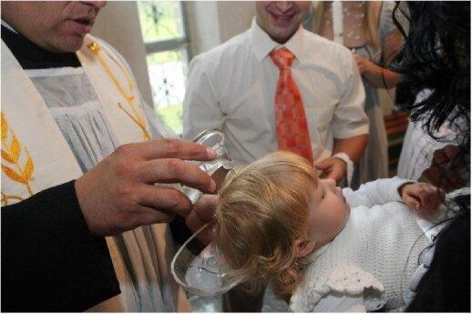"""Tai, ką privalome žinoti prieš krikštydami vaiką <sup style=""""color: #ff0000;"""">interviu su kunigu</sup>"""