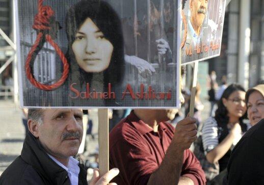 Sakineh Mohammadi Ashtiani skirta mirties bausmė užmėtant akmenimis