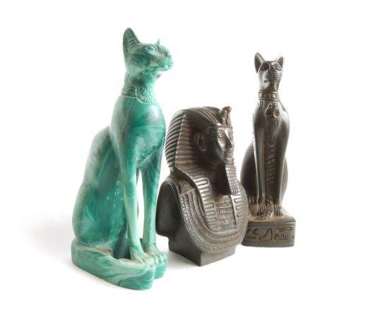 Egipte kačių statulėlės rikiuojasi šalia faraonų
