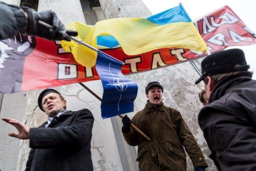 """""""Kremlinai"""" šėlsta: siūlo keisti valstybės vadovą"""