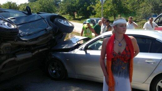 Anastasija Voločkova avarijos vietoje (Twitter nuotr.)