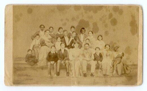 Changas ir Engas Bunkeriai su žmonomis ir vaikais